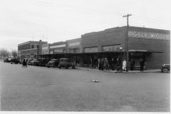 1930s-W.-side-of-N.8th-St.-100-Blk