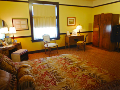 Slaton Harvey House, Comfortable Navajo Room